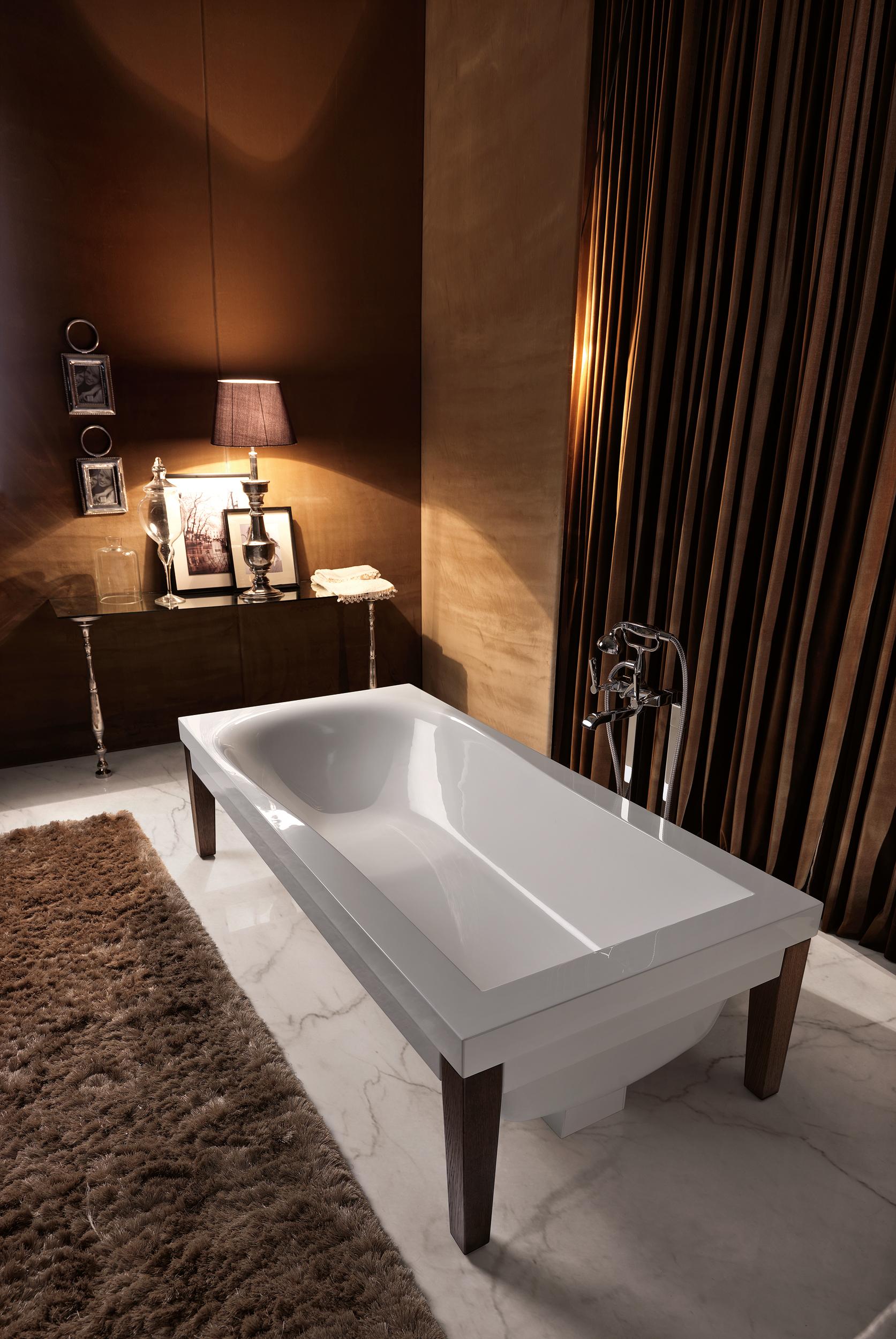 Vasca con gambe in frassino scuro - Vasca da bagno con gambe ...